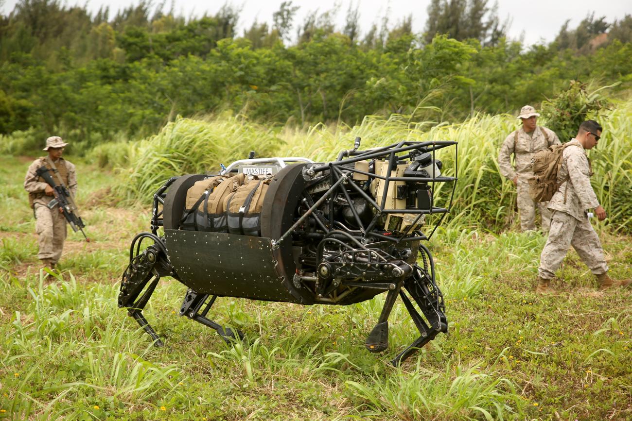 Amerikan Ordusu'nun Katır niyetine kullandığı Robotlar,Çok Ses Çıkarıyor Diye Iskartaya Çıkarıldı.