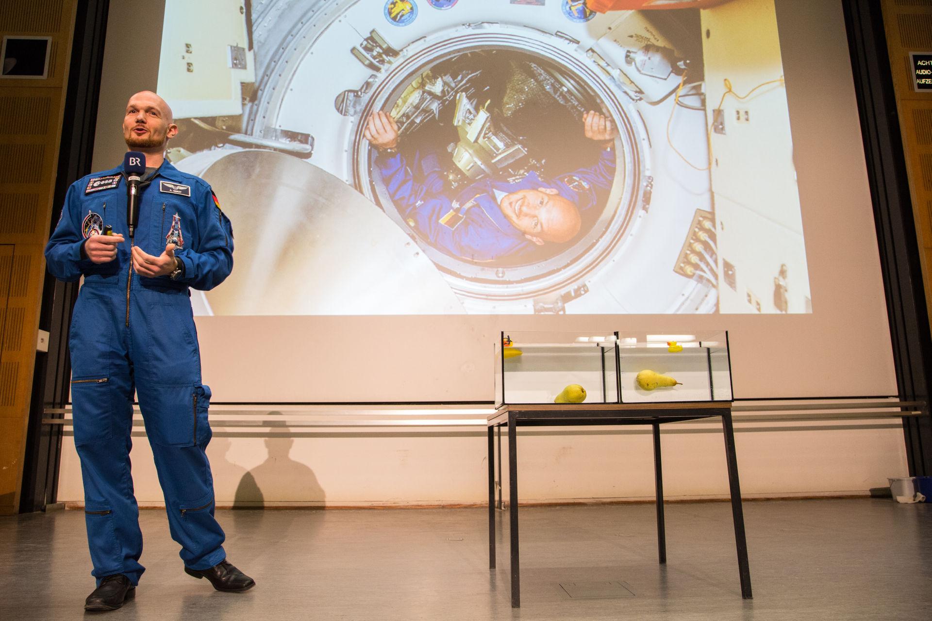 Uzayda görev yaptığım 6 ay boyunca yaşadıklarım Evrende yalnız olmadığımızı gösteriyor.