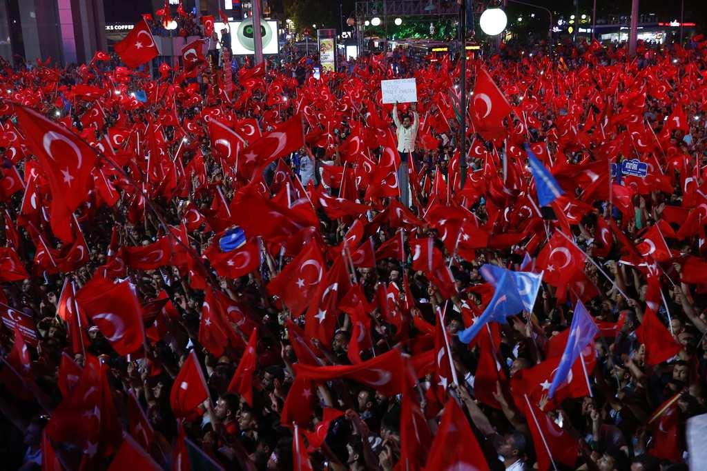Türkleri tanımaya ve anlamaya çalışın ! Türkiye ve Türkler hakkında bu çirkin iftira ve karalamalarla bir sonuç alamazsınız.