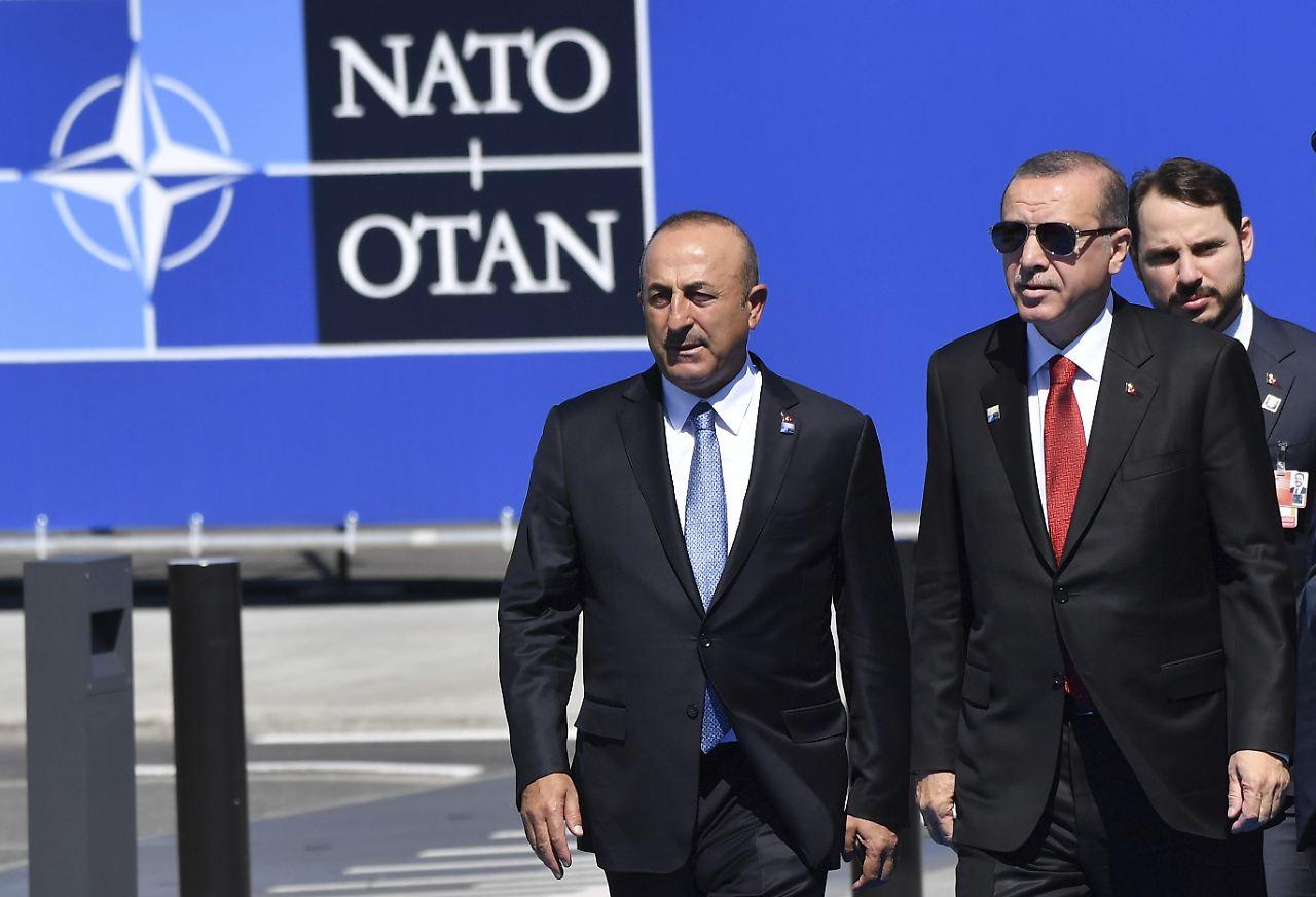 Türkiye, 2018 NATO zirvesi bizde olsun dedi ! Almanya karşı çıktı...