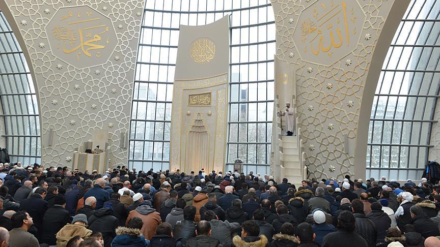 İslam, evrensel değerleri yaşatmaya çalışan bir barış medeniyetidir.